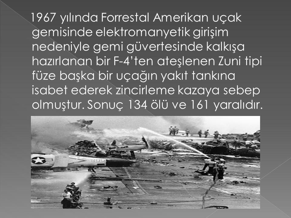 1967 yılında Forrestal Amerikan uçak gemisinde elektromanyetik girişim nedeniyle gemi güvertesinde kalkışa hazırlanan bir F-4'ten ateşlenen Zuni tipi