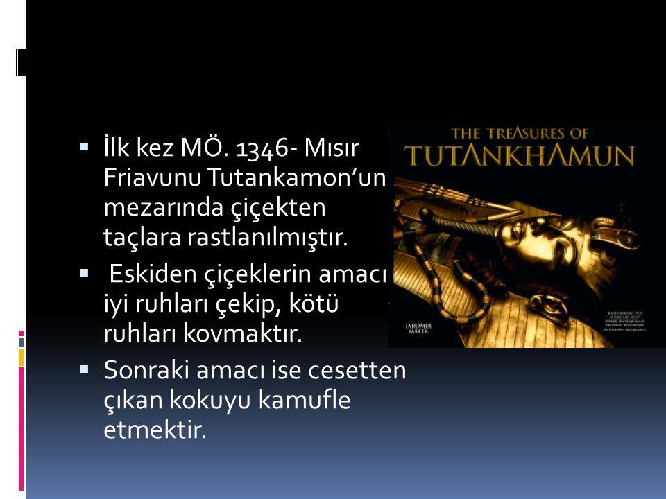  İlk kez MÖ. 1346- Mısır Friavunu Tutankamon'un mezarında çiçekten taçlara rastlanılmıştır.