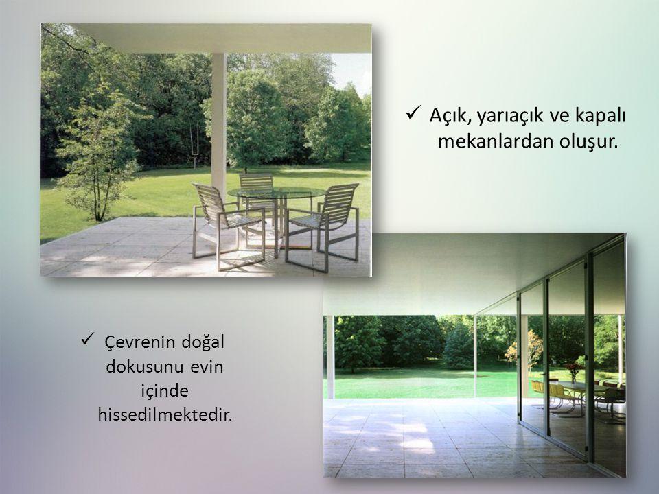 Açık, yarıaçık ve kapalı mekanlardan oluşur. Çevrenin doğal dokusunu evin içinde hissedilmektedir.