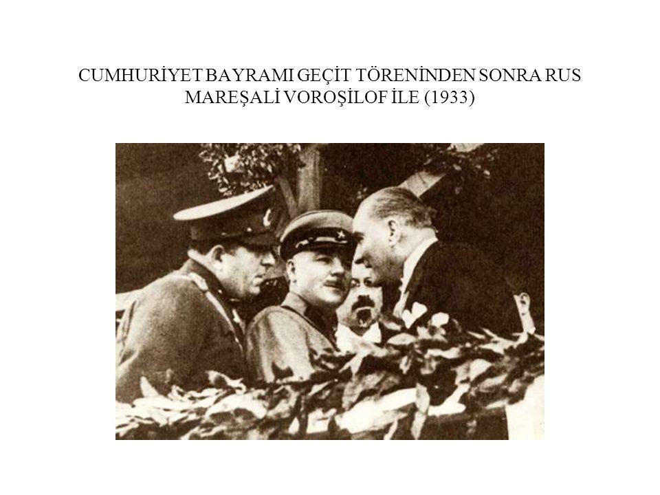 CUMHURİYET BAYRAMI GEÇİT TÖRENİNDEN SONRA RUS MAREŞALİ VOROŞİLOF İLE (1933)