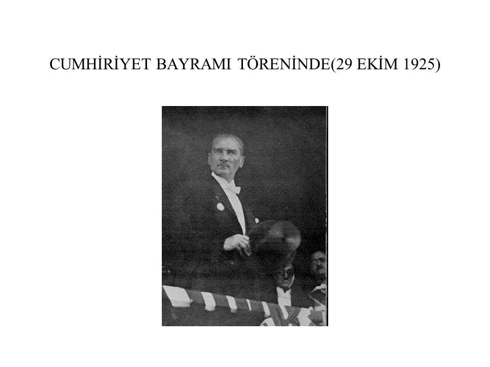CUMHİRİYET BAYRAMI TÖRENİNDE(29 EKİM 1925)