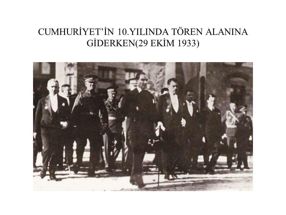 CUMHURİYET'İN 10.YILINDA TÖREN ALANINA GİDERKEN(29 EKİM 1933)