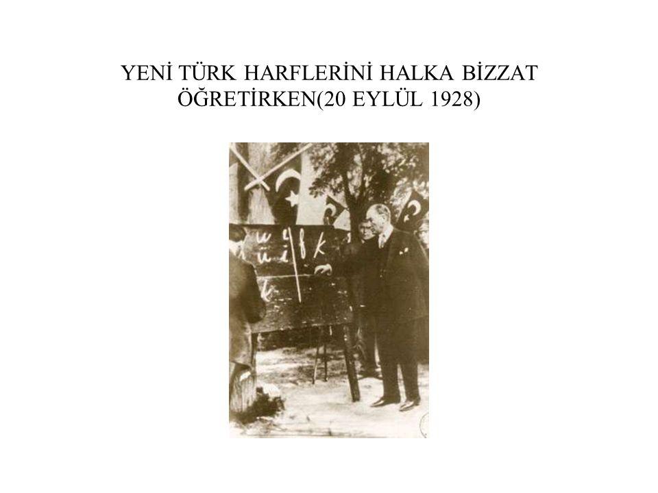 YENİ TÜRK HARFLERİNİ HALKA BİZZAT ÖĞRETİRKEN(20 EYLÜL 1928)