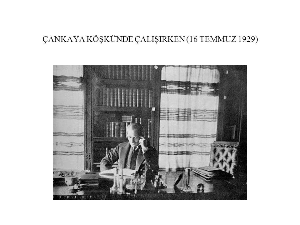 ÇANKAYA KÖŞKÜNDE ÇALIŞIRKEN (16 TEMMUZ 1929)