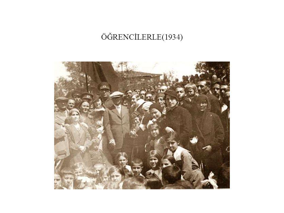 ÖĞRENCİLERLE(1934)