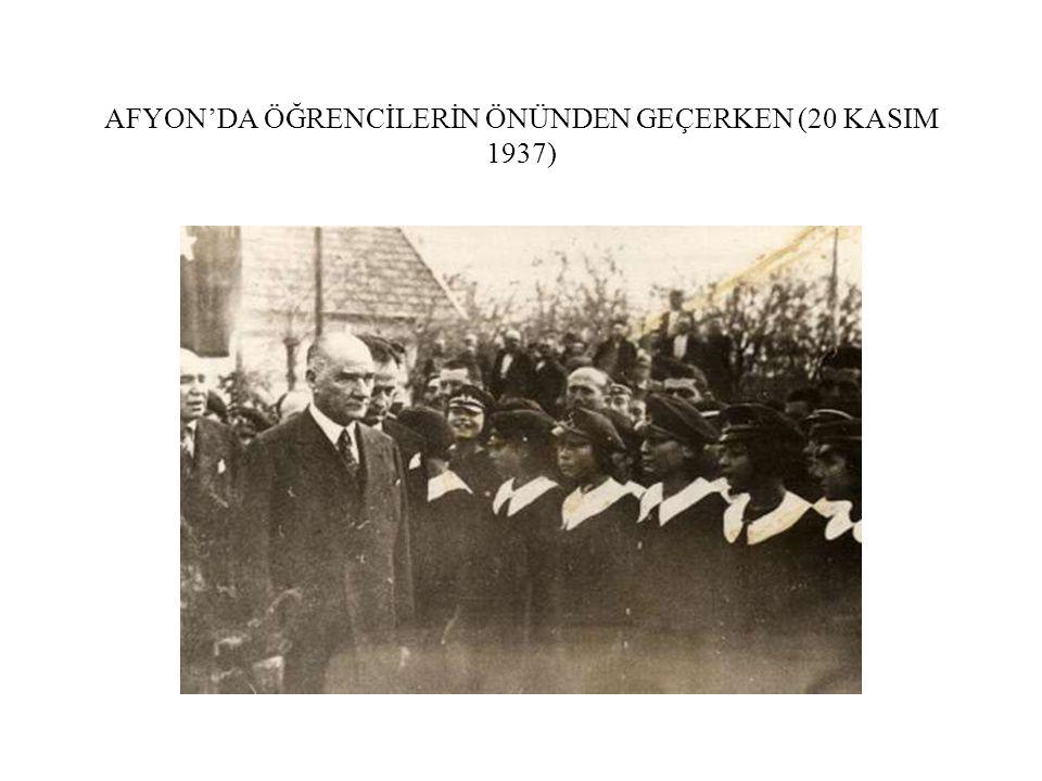 AFYON'DA ÖĞRENCİLERİN ÖNÜNDEN GEÇERKEN (20 KASIM 1937)