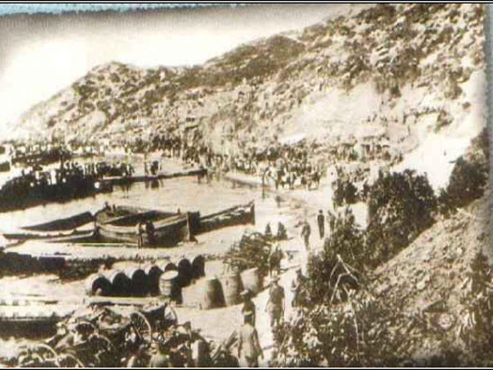 Bu tümsek, koparken büyük zelzele, Son vatan parçası geçerken ele, Mehmet' in düşmanı boğduğu sele Mübarek kanını akıttığı yerdir.