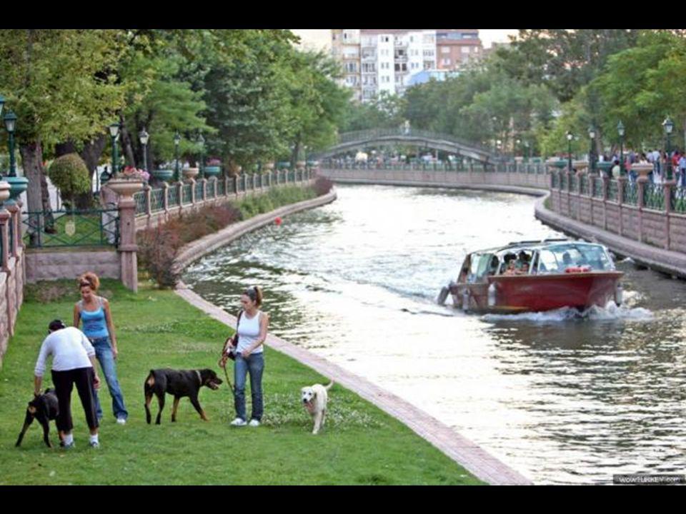 şehir üretmektir… feribot ve kayıklar başkan Büyükerşen önderliğinde Eskişehir'de üretilmektedir…