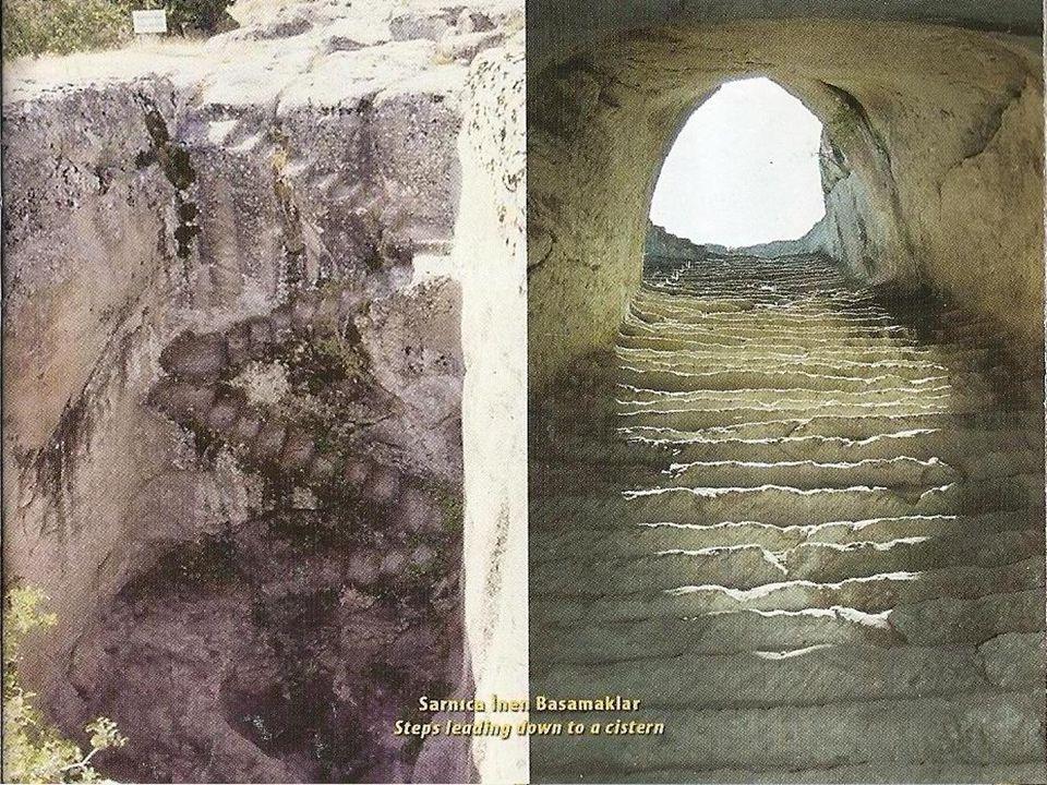  Frig Uygarlığı'nın inanç merkezi Yazılıkaya Platformu'na ulaşan antik yol üzerindeki Kümbet Vadisine ; Eskişehir'den 72 km, Çiftelerden 55 km, Seyitgazi'den 30 km, Kırka'dan 10 km asfalt yol ile ulaşılır.