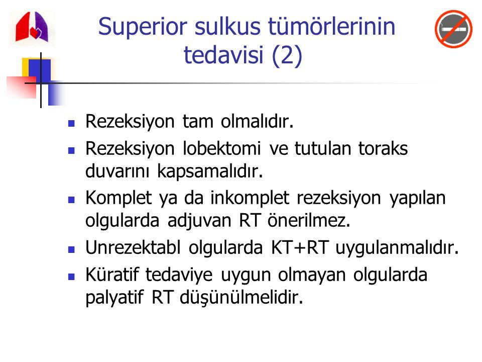 Superior sulkus tümörlerinin tedavisi (2) Rezeksiyon tam olmalıdır. Rezeksiyon lobektomi ve tutulan toraks duvarını kapsamalıdır. Komplet ya da inkomp