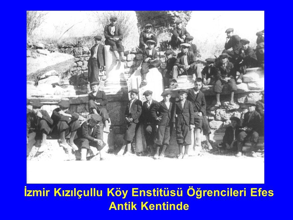 CUMHURBAŞKANI İSMET İNÖNÜ VE EŞİ MEVHİDE HANIM ÖĞRENCİLERLE BİRLİKTE (17 NİSAN 1945)