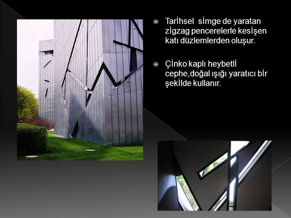  Tarİhsel sİmge de yaratan zİgzag pencerelerle kesİşen katı düzlemlerden oluşur.  Çİnko kaplı heybetlİ cephe,doğal ışığı yaratıcı bİr şekİlde kullan