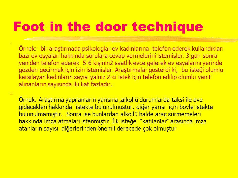 Foot in the door technique z Örnek: bir araştırmada psikologlar ev kadınlarına telefon ederek kullandıkları bazı ev eşyaları hakkında sorulara cevap vermelerini istemişler.