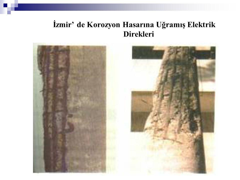 İzmir' de Korozyon Hasarına Uğramış Elektrik Direkleri