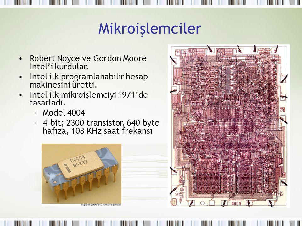 Mikroişlemciler Robert Noyce ve Gordon Moore Intel'i kurdular. Intel ilk programlanabilir hesap makinesini üretti. Intel ilk mikroişlemciyi 1971'de ta
