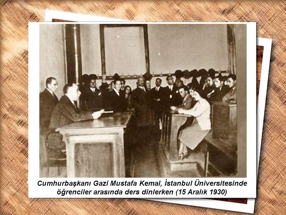 Cumhurbaşkanı Gazi Mustafa Kemal, İzmir Erkek Lisesinde matematik dersini izlerken (1 Şubat 1931) Cumhurbaşkanı Gazi Mustafa Kemal, İstanbul Üniversit