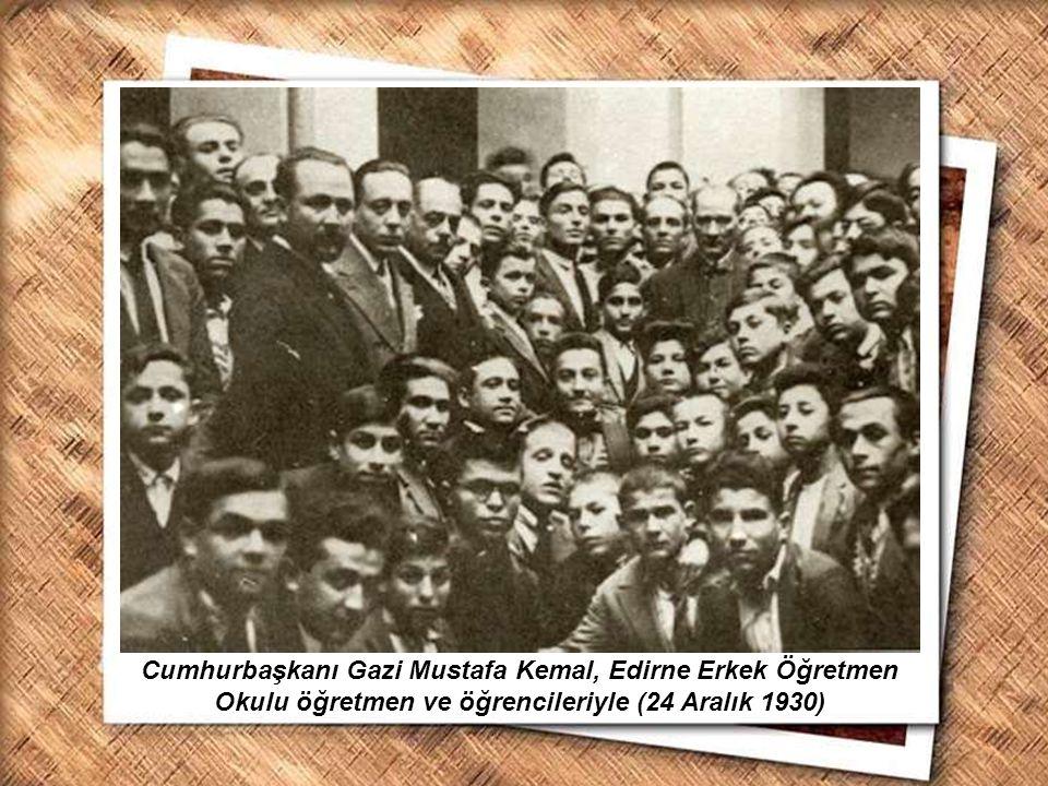 Cumhurbaşkanı Gazi Mustafa Kemal, İzmir Erkek Lisesinde matematik dersini izlerken (1 Şubat 1931) Cumhurbaşkanı Gazi Mustafa Kemal, Edirne Erkek Öğret