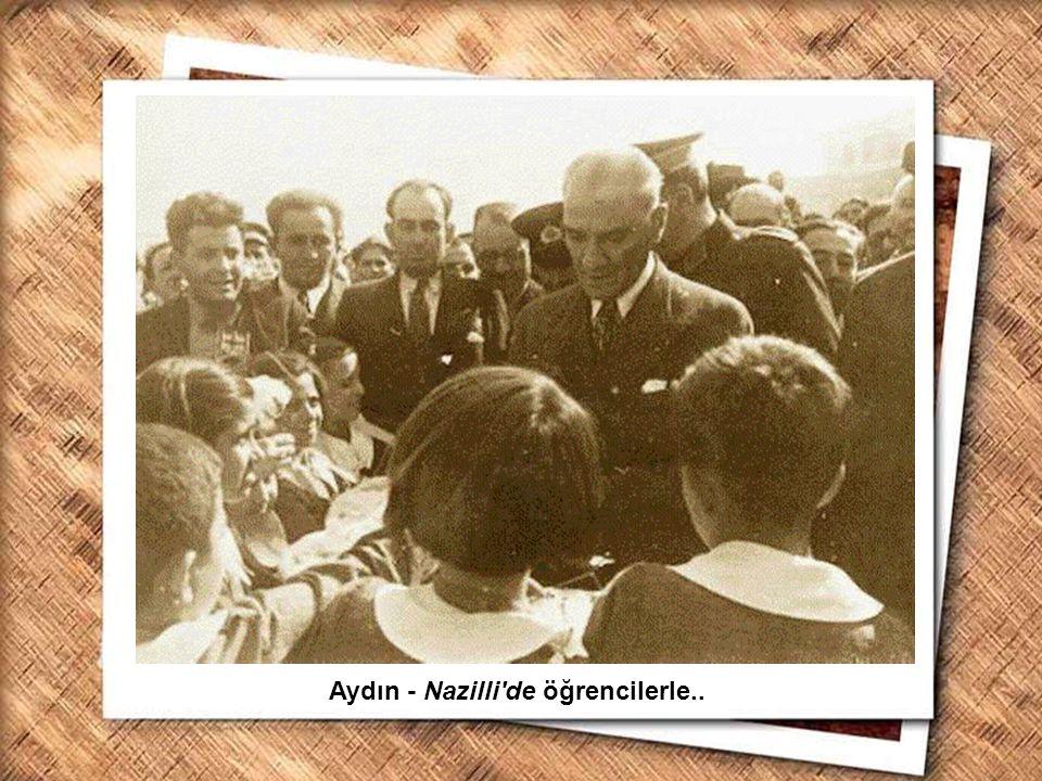 Cumhurbaşkanı Gazi Mustafa Kemal, İzmir Erkek Lisesinde matematik dersini izlerken (1 Şubat 1931) Aydın - Nazilli'de öğrencilerle..