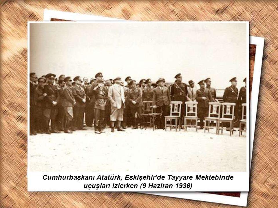 Cumhurbaşkanı Gazi Mustafa Kemal, İzmir Erkek Lisesinde matematik dersini izlerken (1 Şubat 1931) Cumhurbaşkanı Atatürk, Eskişehir'de Tayyare Mektebin