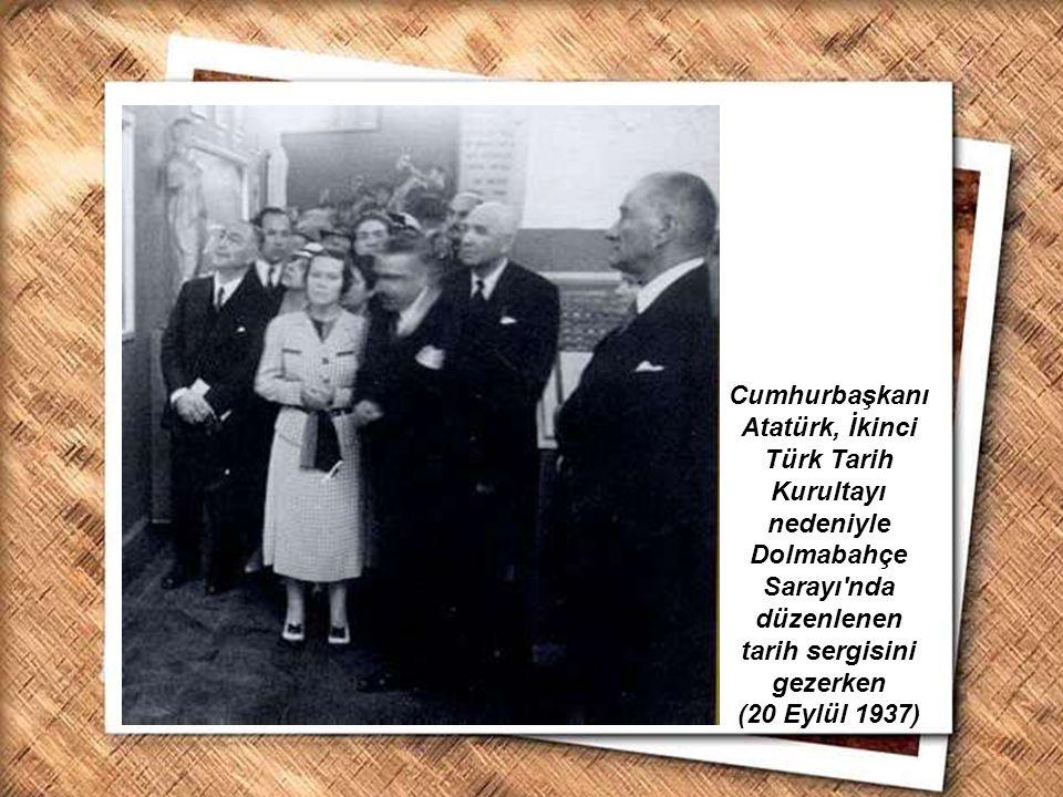 Cumhurbaşkanı Gazi Mustafa Kemal, İzmir Erkek Lisesinde matematik dersini izlerken (1 Şubat 1931) Cumhurbaşkanı Atatürk, İkinci Türk Tarih Kurultayı n