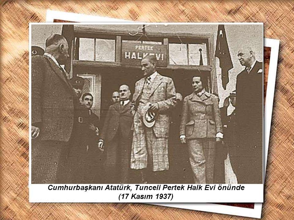 Cumhurbaşkanı Gazi Mustafa Kemal, İzmir Erkek Lisesinde matematik dersini izlerken (1 Şubat 1931) Cumhurbaşkanı Atatürk, Tunceli Pertek Halk Evi önünd