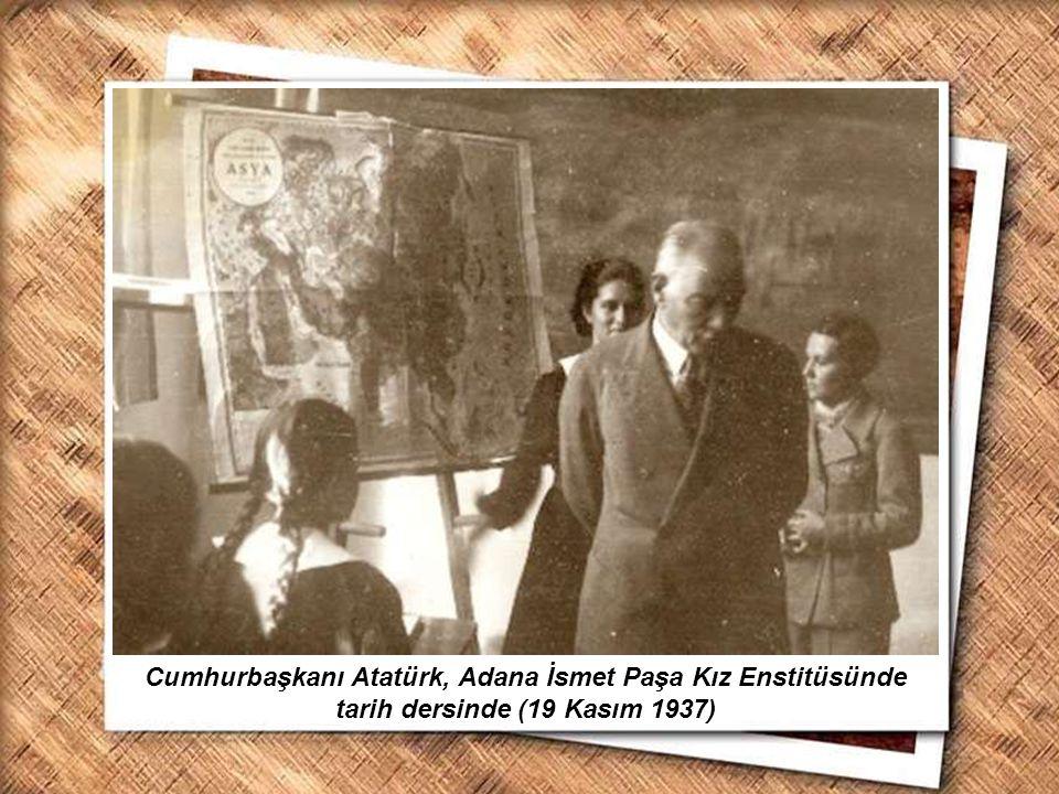 Cumhurbaşkanı Gazi Mustafa Kemal, İzmir Erkek Lisesinde matematik dersini izlerken (1 Şubat 1931) Cumhurbaşkanı Atatürk, Adana İsmet Paşa Kız Enstitüs