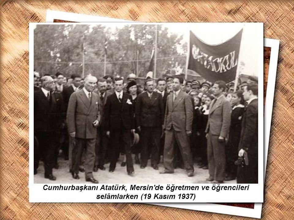 Cumhurbaşkanı Gazi Mustafa Kemal, İzmir Erkek Lisesinde matematik dersini izlerken (1 Şubat 1931) Cumhurbaşkanı Atatürk, Mersin'de öğretmen ve öğrenci