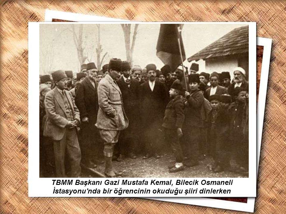 Cumhurbaşkanı Gazi Mustafa Kemal, İzmir Erkek Lisesinde matematik dersini izlerken (1 Şubat 1931) TBMM Başkanı Gazi Mustafa Kemal, Bilecik Osmaneli İs