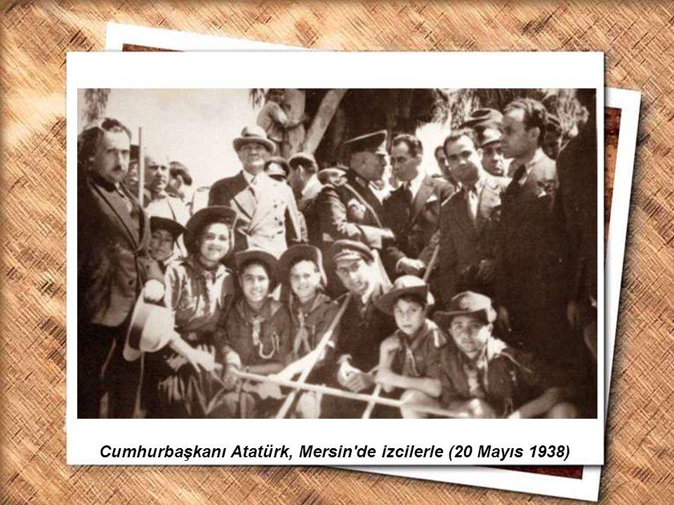 Cumhurbaşkanı Gazi Mustafa Kemal, İzmir Erkek Lisesinde matematik dersini izlerken (1 Şubat 1931) Cumhurbaşkanı Atatürk, Mersin'de izcilerle (20 Mayıs