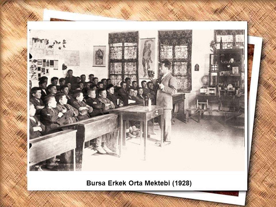 Cumhurbaşkanı Gazi Mustafa Kemal, İzmir Erkek Lisesinde matematik dersini izlerken (1 Şubat 1931) Bursa Erkek Orta Mektebi (1928)