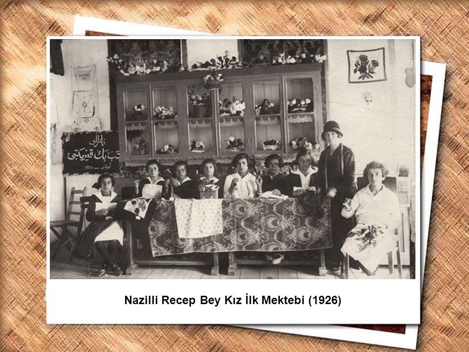 Cumhurbaşkanı Gazi Mustafa Kemal, İzmir Erkek Lisesinde matematik dersini izlerken (1 Şubat 1931) Nazilli Recep Bey Kız İlk Mektebi (1926)