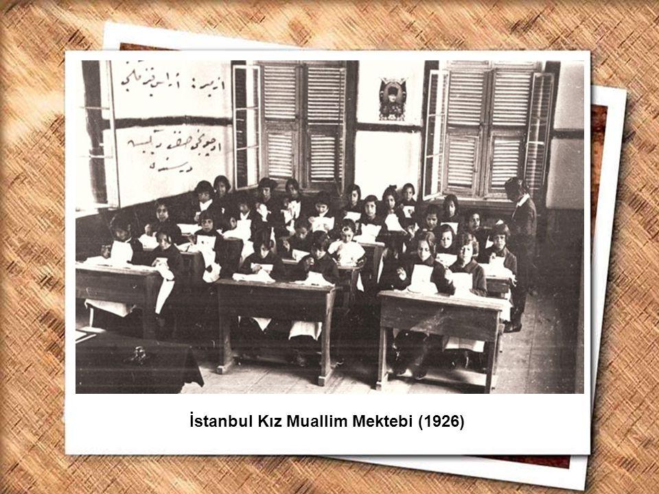 Cumhurbaşkanı Gazi Mustafa Kemal, İzmir Erkek Lisesinde matematik dersini izlerken (1 Şubat 1931) İstanbul Kız Muallim Mektebi (1926)