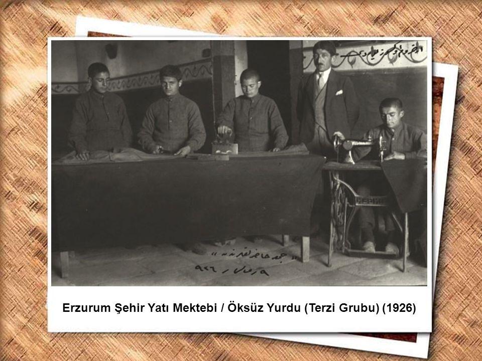 Cumhurbaşkanı Gazi Mustafa Kemal, İzmir Erkek Lisesinde matematik dersini izlerken (1 Şubat 1931) Erzurum Şehir Yatı Mektebi / Öksüz Yurdu (Terzi Grub