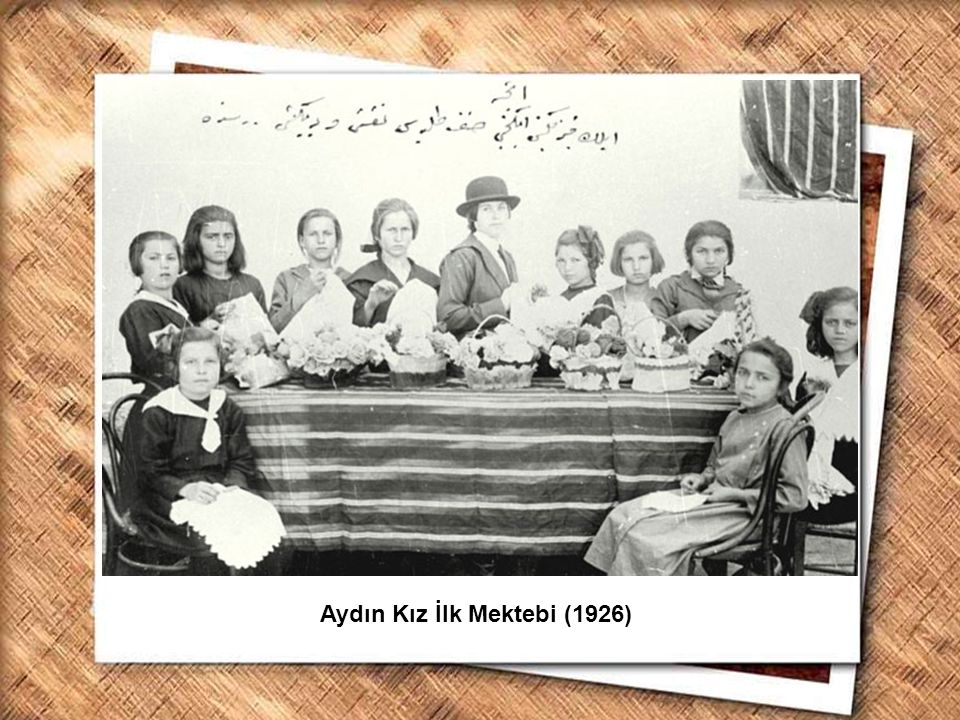 Cumhurbaşkanı Gazi Mustafa Kemal, İzmir Erkek Lisesinde matematik dersini izlerken (1 Şubat 1931) Aydın Kız İlk Mektebi (1926)