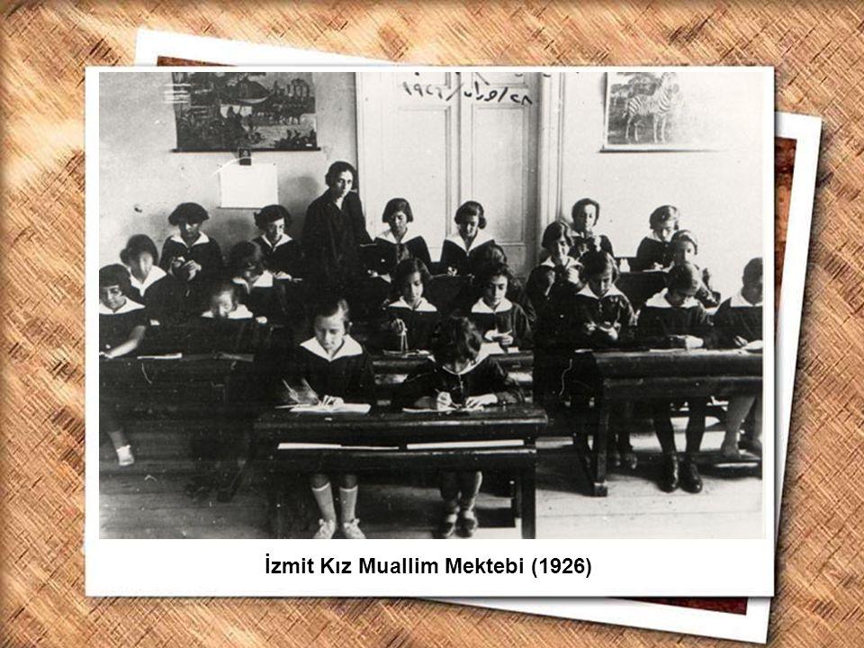 Cumhurbaşkanı Gazi Mustafa Kemal, İzmir Erkek Lisesinde matematik dersini izlerken (1 Şubat 1931) İzmit Kız Muallim Mektebi (1926)