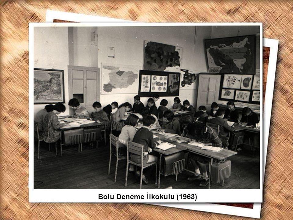 Cumhurbaşkanı Gazi Mustafa Kemal, İzmir Erkek Lisesinde matematik dersini izlerken (1 Şubat 1931) Bolu Deneme İlkokulu (1963)