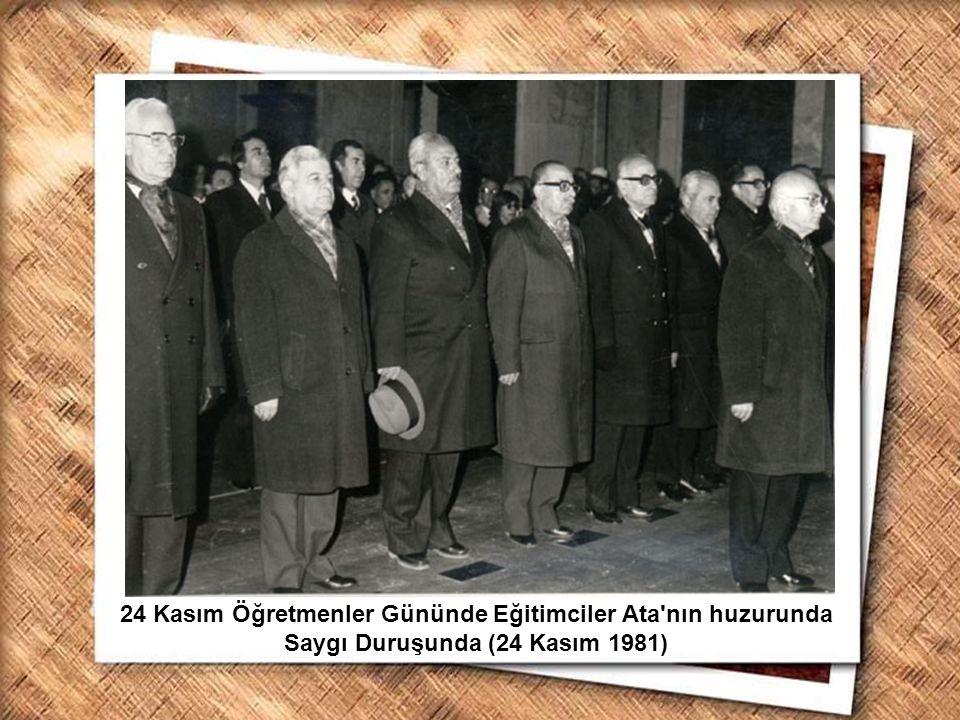 Cumhurbaşkanı Gazi Mustafa Kemal, İzmir Erkek Lisesinde matematik dersini izlerken (1 Şubat 1931) 24 Kasım Öğretmenler Gününde Eğitimciler Ata'nın huz