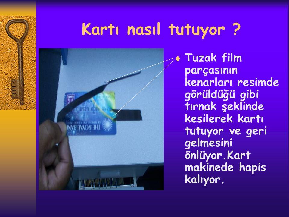 Kartı nasıl tutuyor ?  Tuzak film parçasının kenarları resimde görüldüğü gibi tırnak şeklinde kesilerek kartı tutuyor ve geri gelmesini önlüyor.Kart