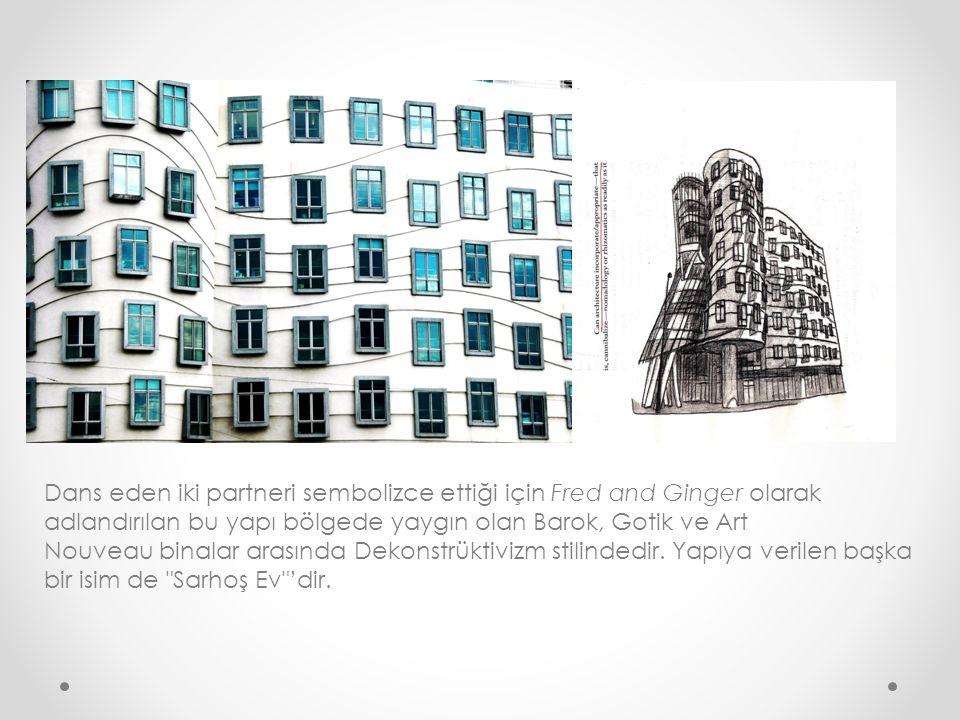 Dans eden iki partneri sembolizce ettiği için Fred and Ginger olarak adlandırılan bu yapı bölgede yaygın olan Barok, Gotik ve Art Nouveau binalar aras