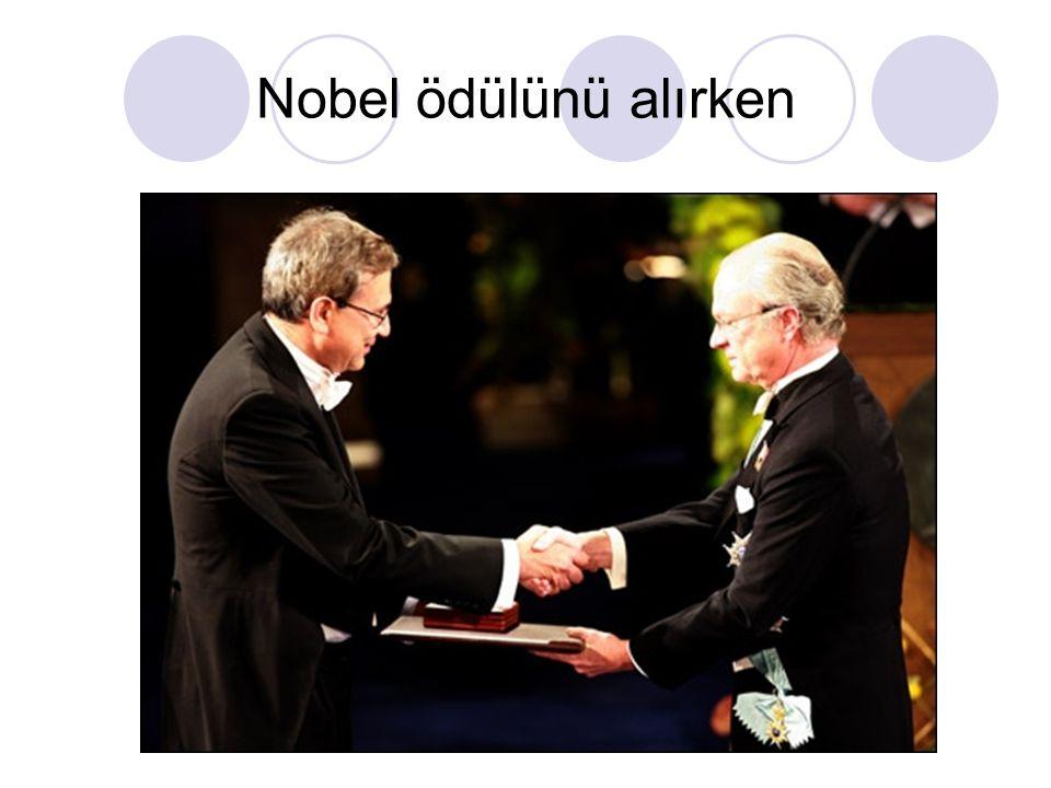 Nobel ödülünü alırken