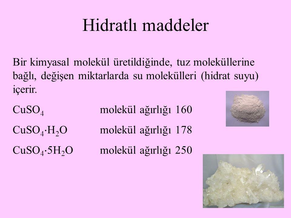 29 Hidratlı maddeler Bir kimyasal molekül üretildiğinde, tuz moleküllerine bağlı, değişen miktarlarda su molekülleri (hidrat suyu) içerir. CuSO 4 mole