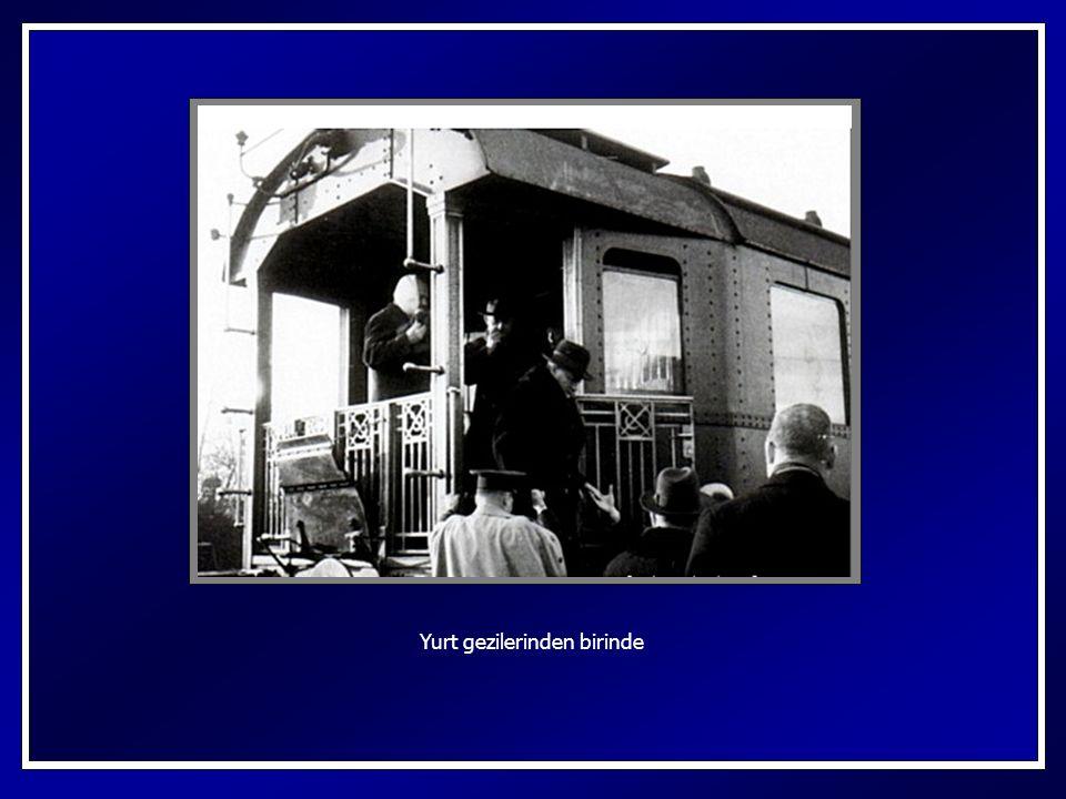 Beyaz Tren diye de anılan Mustafa Kemal'in Ankara Garında sergilenen vagonu