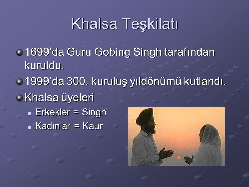 Khalsa Teşkilatı 1699'da Guru Gobing Singh tarafından kuruldu. 1999'da 300. kuruluş yıldönümü kutlandı. Khalsa üyeleri Erkekler = Singh Erkekler = Sin