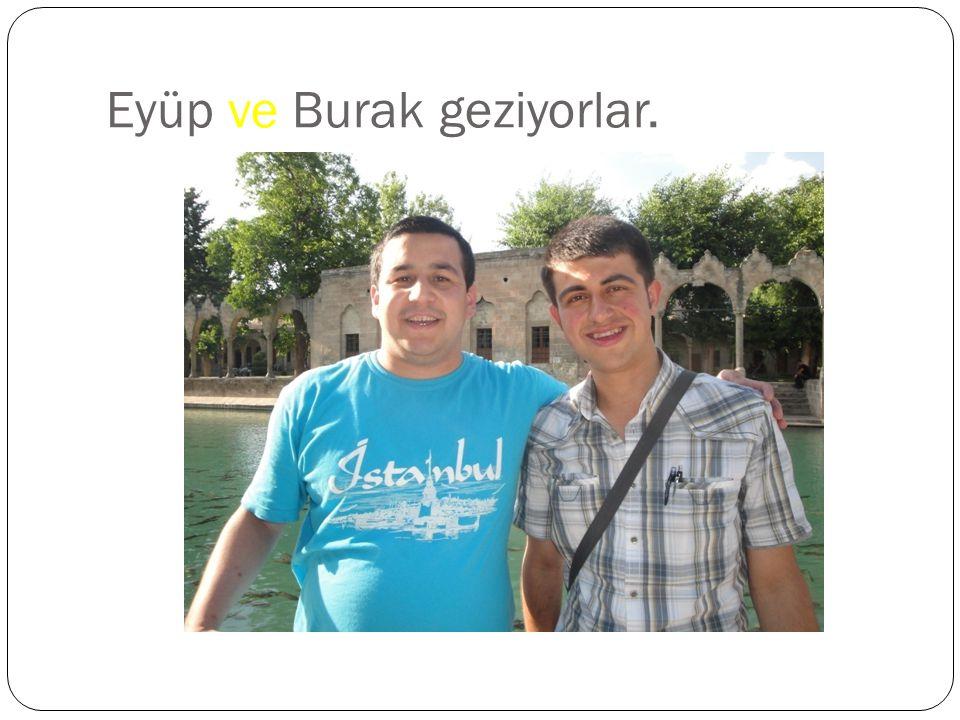 İstanbul'da gezmek ve orada ev satın almak istiyorum.