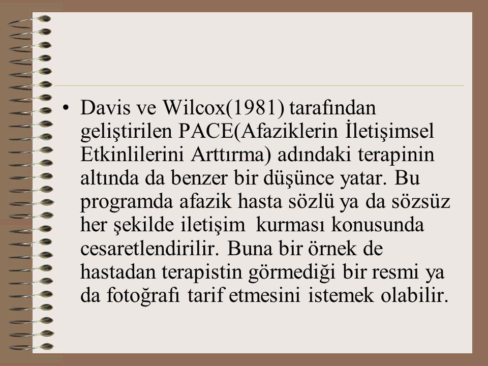 Davis ve Wilcox(1981) tarafından geliştirilen PACE(Afaziklerin İletişimsel Etkinlilerini Arttırma) adındaki terapinin altında da benzer bir düşünce ya