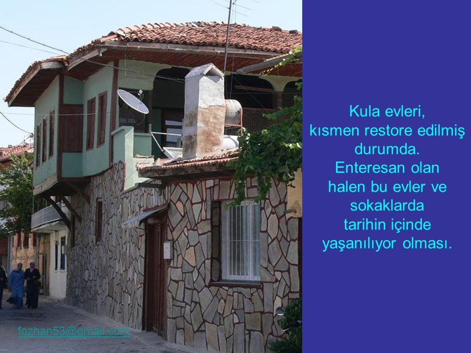 Kula evleri, kısmen restore edilmiş durumda.