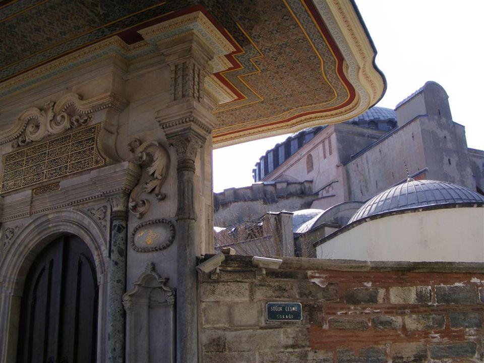 3 AHMET ÇEŞMESİ Topkapı Sarayı girişi Sokağın girişi