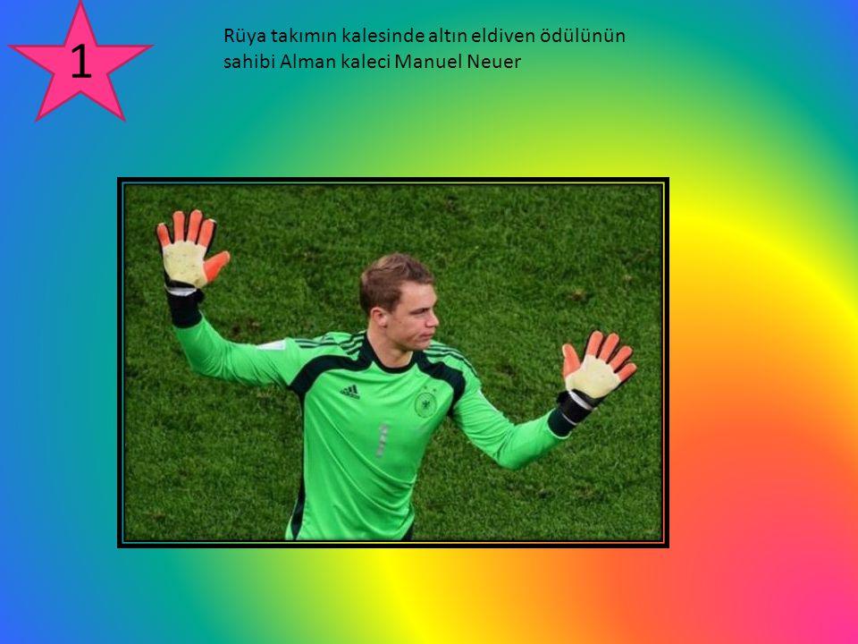 Rüya takımın kalesinde altın eldiven ödülünün sahibi Alman kaleci Manuel Neuer 1