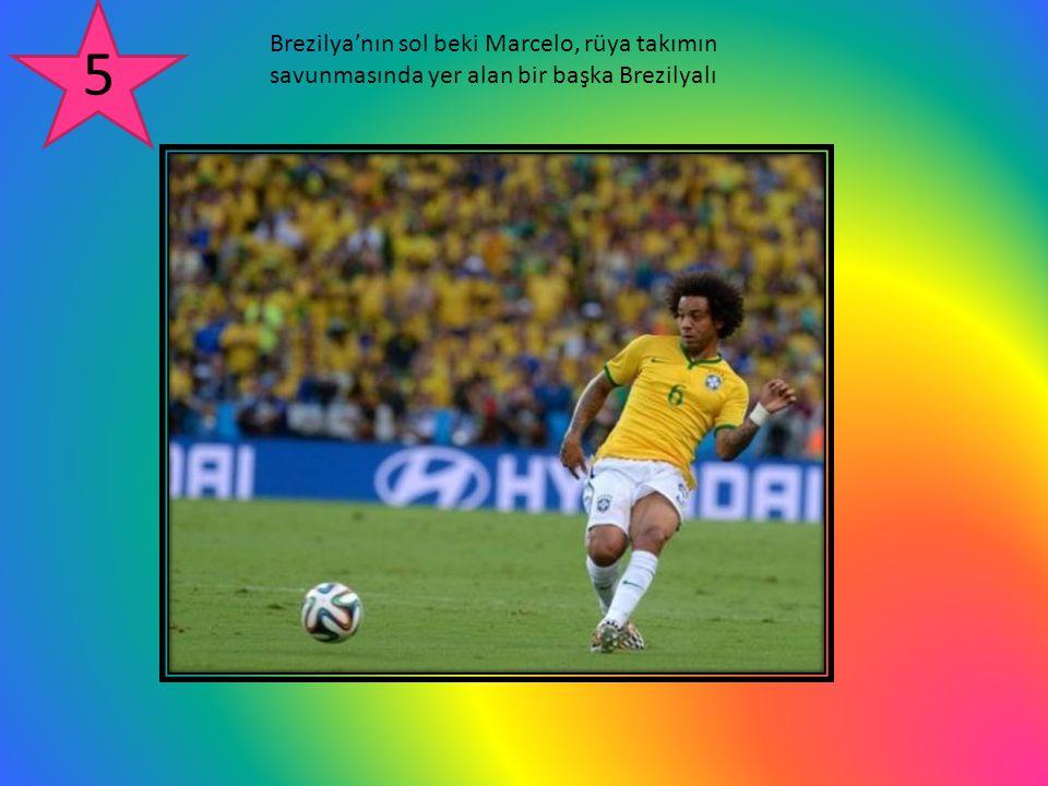 Brezilya'nın sol beki Marcelo, rüya takımın savunmasında yer alan bir başka Brezilyalı 5