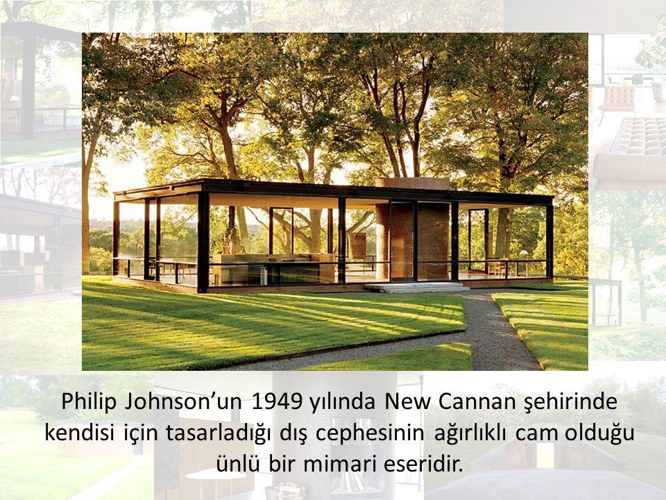 Cam Evi'nin dış cephesi kömür rengi çelik ve camdan oluşmaktadır.